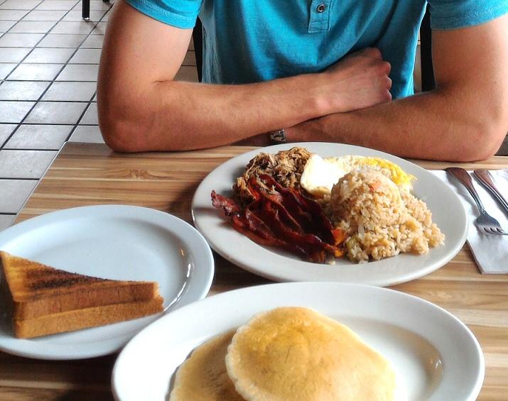 Maui Seaside Hotel - Tante's Island Cuisine breakfast